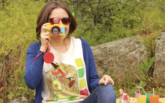 Camiseta ilustrada Poppy fotógrafa, Ropa, Camisetas