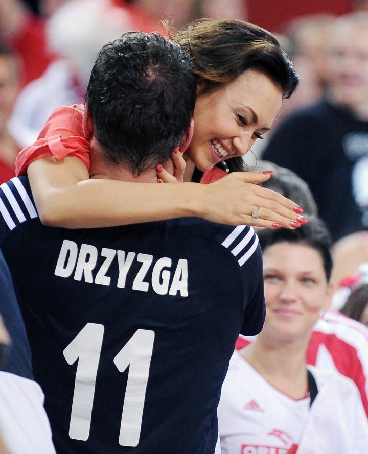 One trzymały kciuki za naszych złotych siatkarzy! Fabian Drzyzga z dziewczyną!