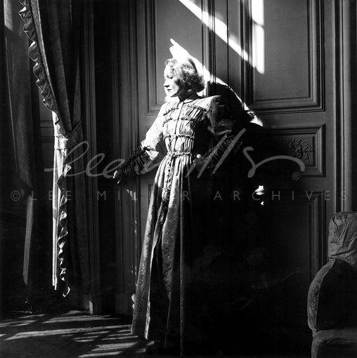 Dietrich in Paris - Lee Miller Archives @ Farley Farm House http://www.ipool.it/dettaglio.asp?idNews=596