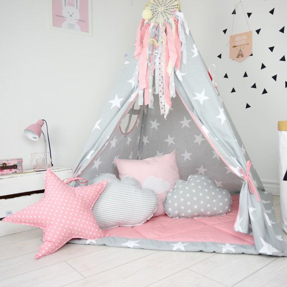 Teepee set In My Imagination takes you to the wonderland of fun, joy and happiness. It can be a place for morning tea with mum, daily play with friends and evening books reading with dad. Playing in teepee developes kids imagination and creativity, Teepee set contains: teepee with poles, floor, 4 cushions and teepee case with handle.  Matching dream catcher available here: https://www.etsy.com/listing/464424271/dream-catcher-kids-teepee-decoration  Handcrafted in Poland. Made of 100% cotton…