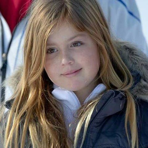 Princess Alexia had an accident in Lech. Her leg is broken. Prinses Alexia heeft een ongeluk gehad in Lech. Haar been is gebroken.