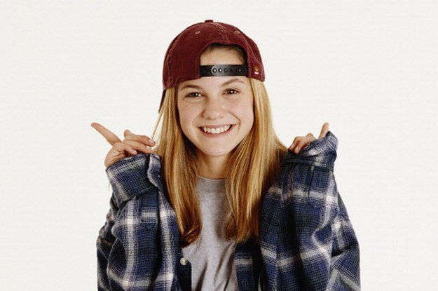 Calling all 90s kids – someone else you grew up watching is looking a lot different now! Hardly shocking we know, but over the years Larisa Oleynik, who played Alex Mack, the teenager all girls wanted to be, has transformed.