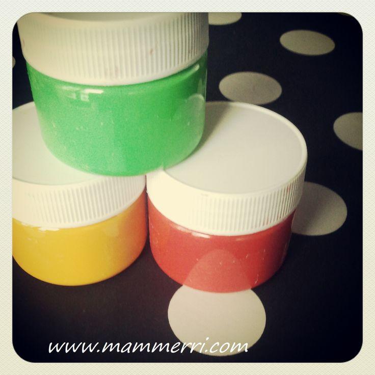 Colori a dita fatti in casa con zucchero e coloranti alimentari