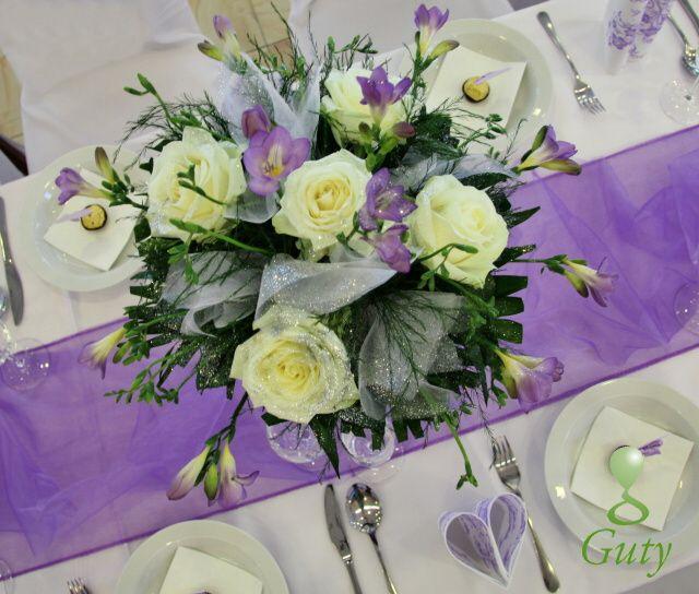 svadobná výzdoba bledá fialová frézia Hotel Vion kvetinový aranžmán z vrchu