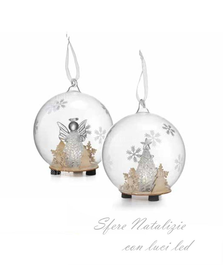In promozione. Palla Albero o Angelo Natalizio realizzati in vetro soffiato con luci a led, si pregiano di preziose decorazioni in legno.