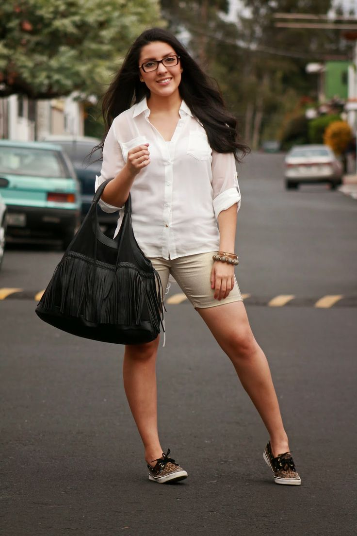 Leopard Sperry fringe purse golden shorts white shirt #fancyhansy http://fancyhansy.blogspot.com