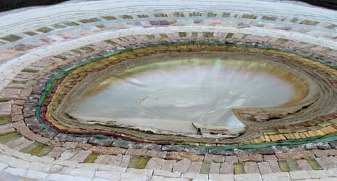 Atelier Martine Blanchard artiste mosaiste Galerie Acier découpé trvail métal mosaïque de pierres Bretagne St Goustan Auray France...
