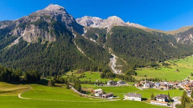 25 Pemandangan Indah Eropa Saking Indahnya Desa Bergun Di Swiss Terlarang Untuk Difoto Download Pemandangan Swiss Di 2020 Pemandangan Perjalanan Kereta Api Tours