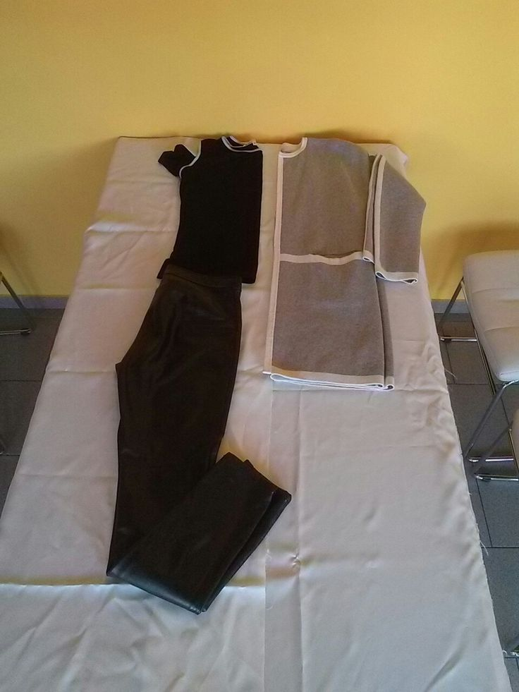 designové triko Hana Havelková, kožené kalhoty, vlněný dlouhý kardigan
