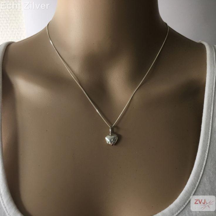 zilveren klein hart medaillon met inscriptie love - ZilverVoorJou Echt 925 zilveren sieraden
