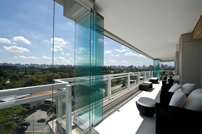 Sacada de vidro residencial, com cortina de vidro retrátil ara fechamento