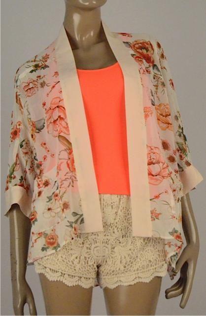 Short en crochet $89.990 Kimono tipo jacket de flores $109.990 Tallas S, M y L
