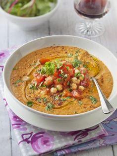 VELOUTE TOMATES, LENTILLES & POIS CHICHES (Pour 6 P : 6 à 8 tomates, 200 g de lentilles blondes, 500 g de pois chiche en boîte, 2 à 3 gousses d'ail, épices à couscous, poivre, sel, huile d'olive, 1 litre d'eau ou de bouillon)