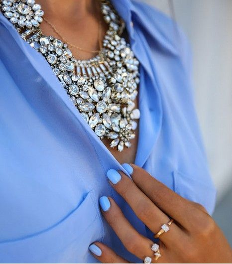@Who What Wear - Statement Necklaces                 Click to find out how to organize your statement necklaces.   Image from Vivaluxury