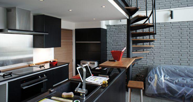 Best Duplex Loft In Bangkok Living Room Spiral Stair Kitchen 640 x 480