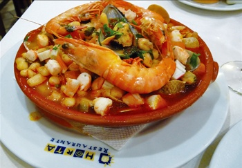 Beans & seafood in a delectable tomato broth make an unusual combination that is a fall/winter staple #Algarve #Portugal