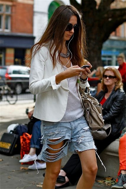 17 Best images about Ripped Jeans on Pinterest | Boyfriends ...