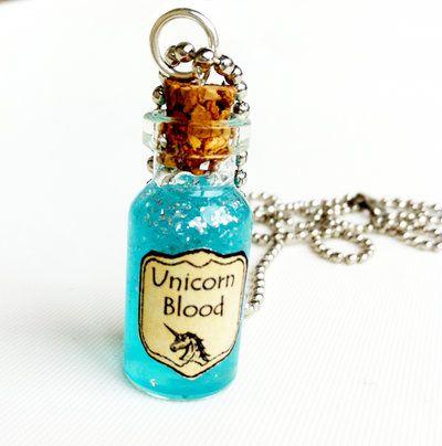 Collana con pendente a bottiglietta: Sangue di Unicorno