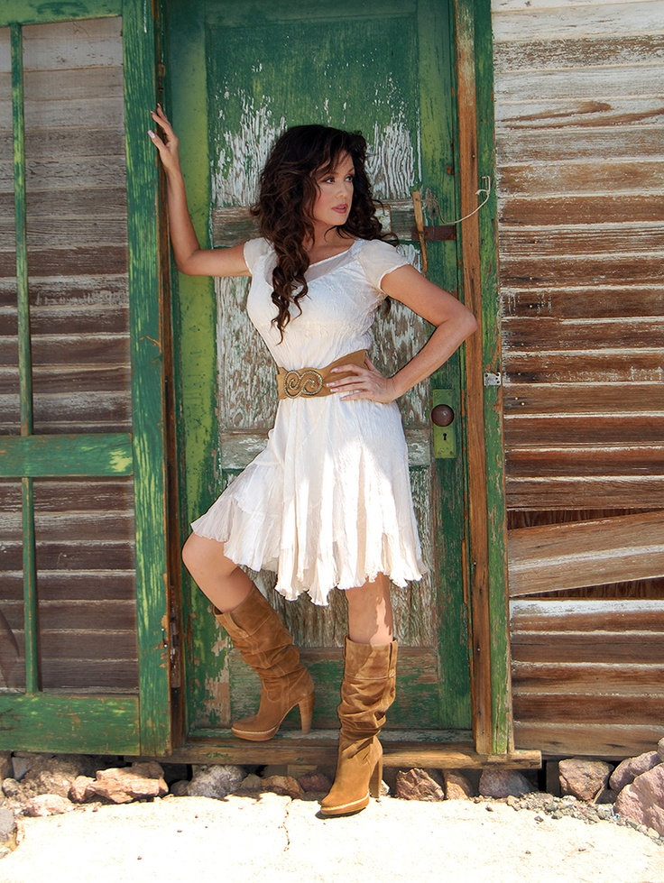 Marie Osmond. Love this style