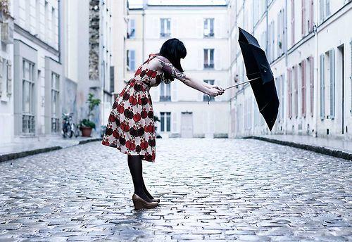 Ce n'est pas parce qu'il pleut que vous allez rester chez vous à vous lamenter, voici 7 idées géniales pour profiter de Paris sous la pluie !