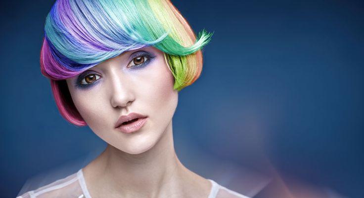 Farbowanie włosów w domu wymaga sporej wprawy i wyboru odpowiedniego produktu. W jaki sposób należy przeprowadzać taką czynność i czego należy unikać? Obecnie farby do włosów można zakupić zarówno …