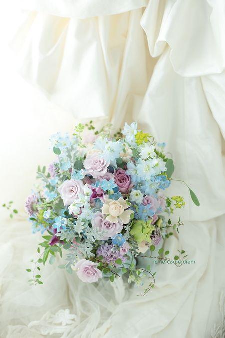クラッチブーケ シェ松尾青山サロン様へ 水色と紫、夏の花のこぼれるブーケ