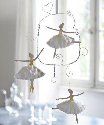 Mobile en fil de fer torsadé avec danseuses étoile en papier et tutu pailleté / Paper and wire dancers