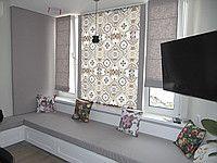 Оформление кухонного окна римскими шторами. Дизайнер Виктор Ткачук