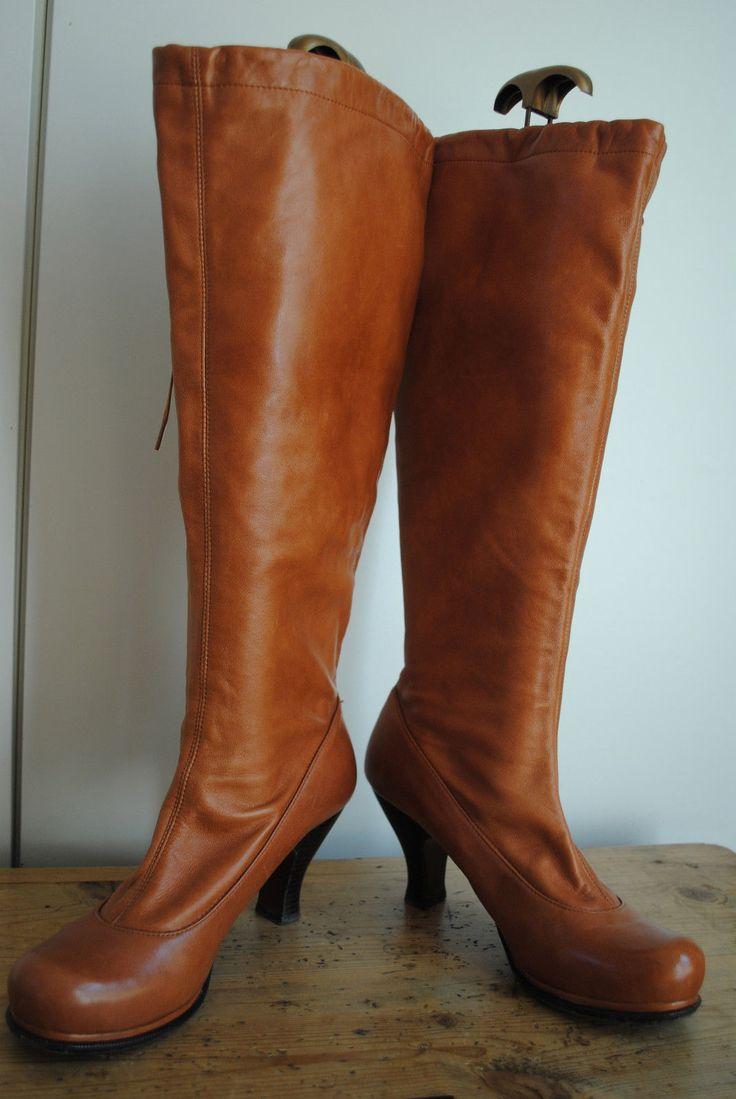 Leona Boot In Burgundy. Leona Botte En Bourgogne. - Size 8 (also In 10,9) Dr. - Taille 8 (également Dans 10,9) Dr. Martens Martens