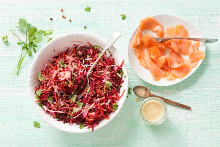 Kijk wat een lekker recept ik heb gevonden op Allerhande! Salade van wortel, rode biet, linzen en gerookte zalm