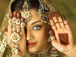 Aishwarya Rai - Hledat Googlem *1. novembra 1973; Mangalore , Karnataka, India; Herečka, Modelka, Bydlisko - Mumbai , Maharashtra, India; Manžel - Abhishek Bachchan (2007-súčasnosť), 1 dcéra.