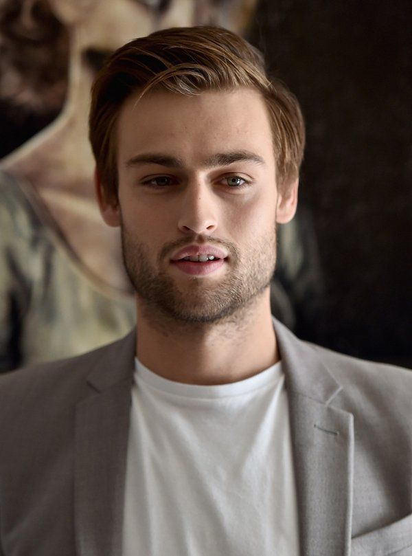 Douglas Booth: a colle...