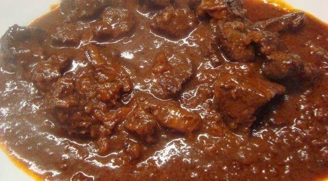 Ingredienti per 4 persone   1 kg di carne di cinghiale  300 gr. di pomodori pelati  250 gr. di olive nere snocciolate  2 cipolle  3 gambi di...