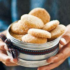 Das zarte Gebäck ist immer eine beliebte Knabberei zu Kaffee oder Tee; und darf zur Weihnachtszeit auf keinem Plätzchenteller fehlen.