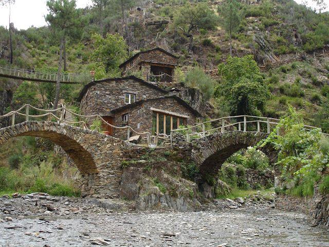 HELDER BARROS: Portugal - Aldeia de Foz de Égua em Piodão, com o xisto da Serra do Açor, um lugar a visitar!