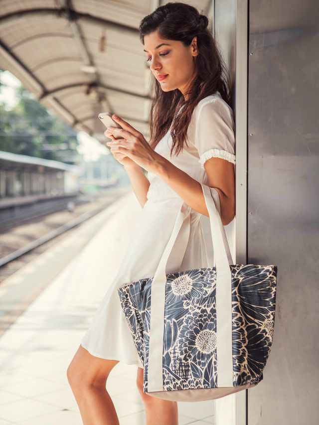 Kaki Lima: Crossing Tracks with the Marigold Knit City Tote in Nero Jet  Dress by Ensemble The Label