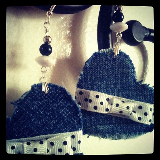Denim Hearts Earrings - Aretes corazones de pantalones