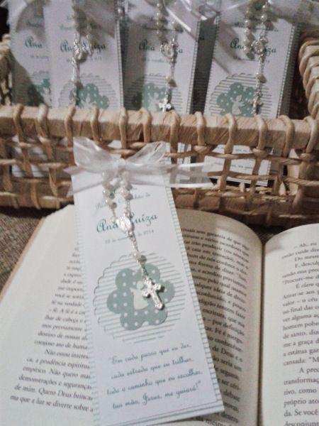 Primeira Comunhão ou Eucaristia pede uma lembrancinha delicada e também útil, que tal uma bela mensagem em um marca página de livros? Dessa vez a escolha foi verde água, ficou uma graça, vejam abai…