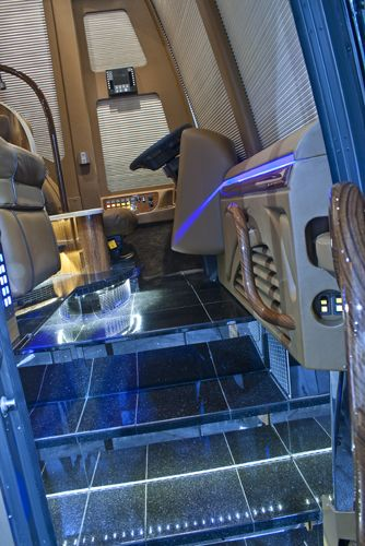 1000 ideas about tour bus interior on pinterest tiffin Tour bus interior design
