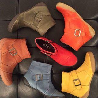 Choose your boots ! ❤️💙💚💛🧡🖤💜 #kickstagram #leathershoes #sneakerhead #kicksoftheday #mtlstyle #mtlguy #mtlblog #mtlshop #mtlgirl #mtlbloggers #igersmtl #mtlbloggers #mtlstyle #leathershoes #mtlshop #mtlblog #sneakerhead #kicksoftheday #mtlgirl #igersmtl #kickstagram #mtlguy