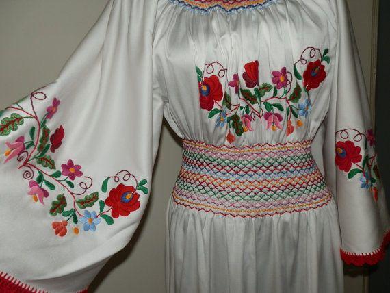 Hungarian Kalocsai  handmade embroidered dress. door macaristanbul