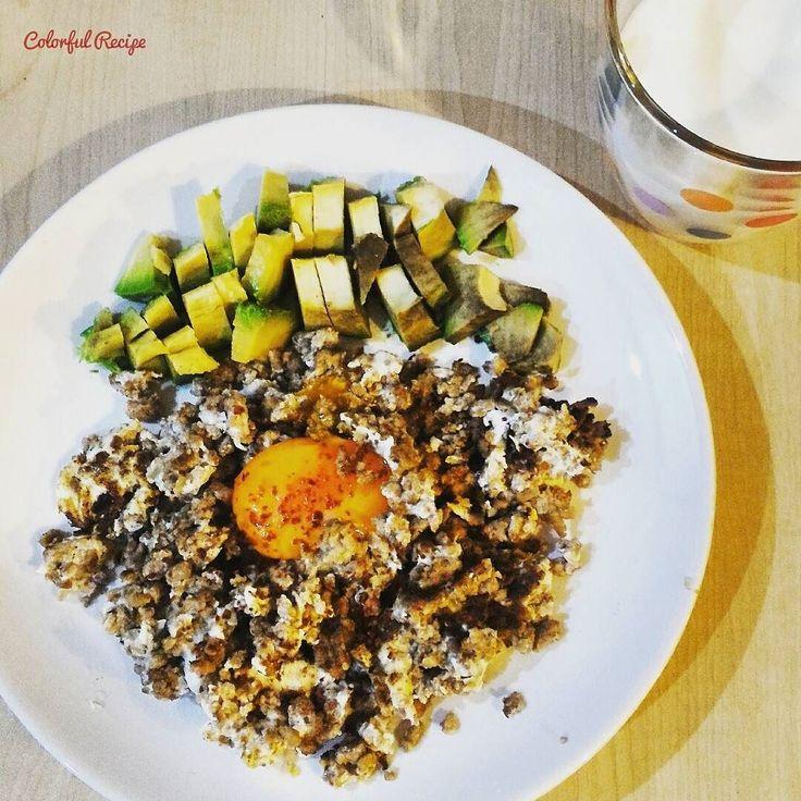 #paleobreakfast #keto #egg  with #groundmeat #avocado and #homemade #kefir do not forget #probiotics #sahur #tasdevridiyeti #kahvalti #kımalı #yumurta yanında #avokado ve #evyapimi #kefir #probiyotik unutmuyoruz. lezzetli doyurucu ve tok tutan kahvalti.