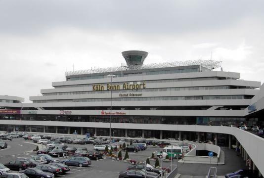 Kilka niemieckich lotnisk obsługuje nocne przyloty z imigrantami. Oficjalne…