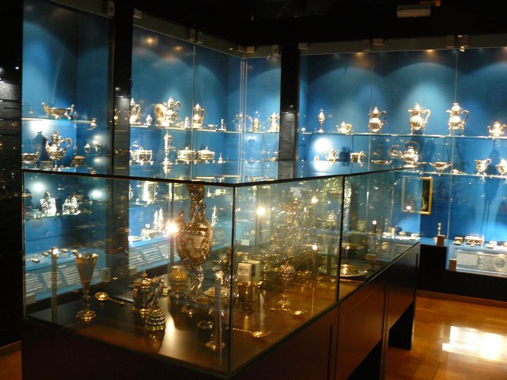 10 August: stříbrná místnost v umělecko-průmyslovém muzeu