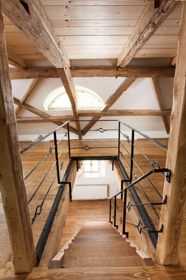 Realizace dřevěné masivní podlahy Exclusive floors Bronx ve středověkém stavení. www.exclusivefloors.cz.
