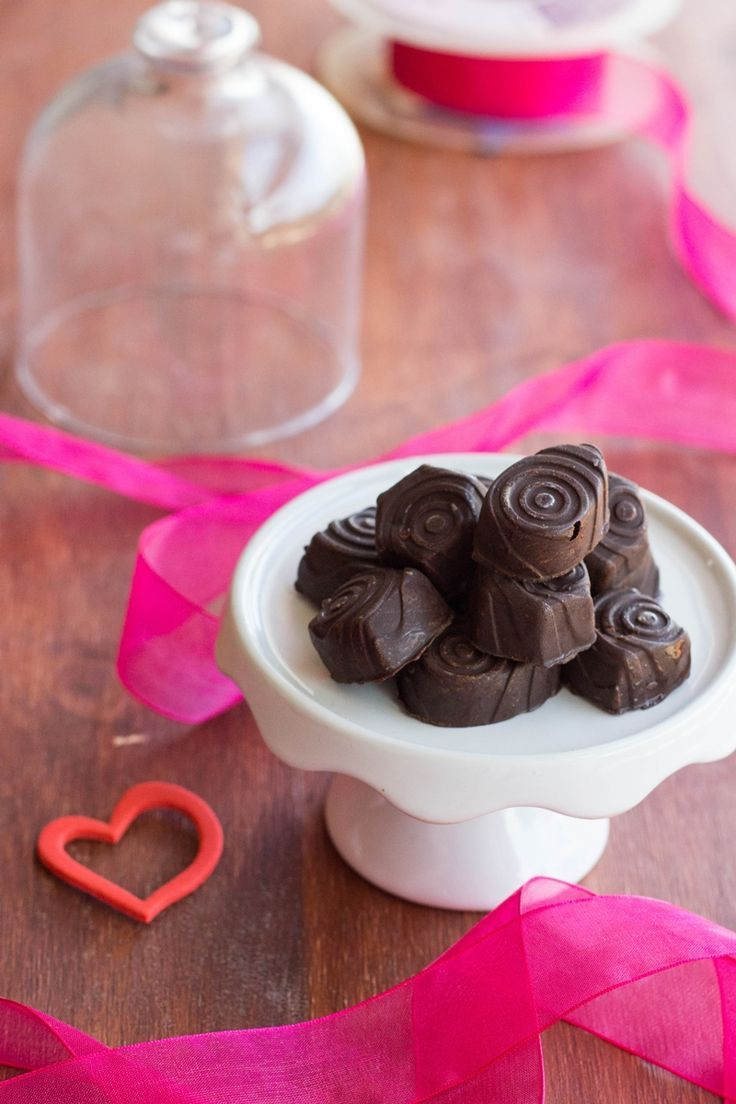 This Recipe for Chocolate Covered Cherries (Maraschino) and Liqeur is so easy and taste just like the ones you buy in the supermarket | FlavoursandFrosting.com