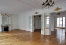 An elegant, 255 m² flat with its 2 staff bedrooms  near to the OCDE's Chateau-de-la-Muette