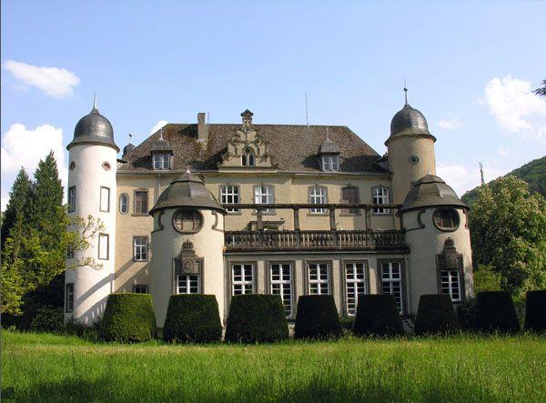 """Heiraten wie im Film - in der tollen Hochzeitslocation - Schloss """"Burg Namedy"""" im weddingstyle Hochzeitsblog"""
