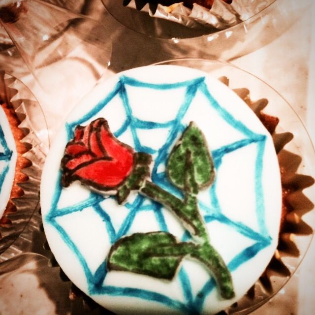 Cupcakes designed to look like the recipients tattoo!