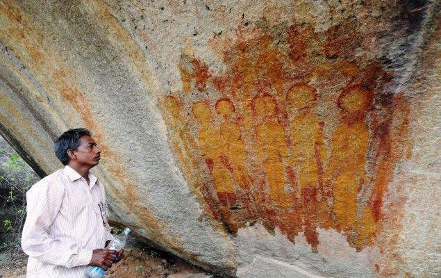 Our ancient world continues to become more mysterious by the day, as 10,000 year old rock paintings depicting possible extraterrestrials and UFOs have been found in Chhattisgarh, India.